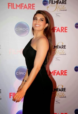 Jacqueline Fernandez Photos in Black Fashion Dress at Ciroc Filmfare Glamour Style Awards ❤ *  ❤