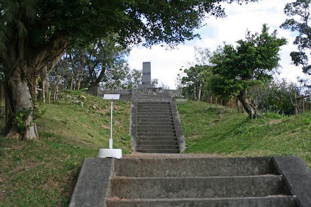 バクナー中将慰霊碑の写真