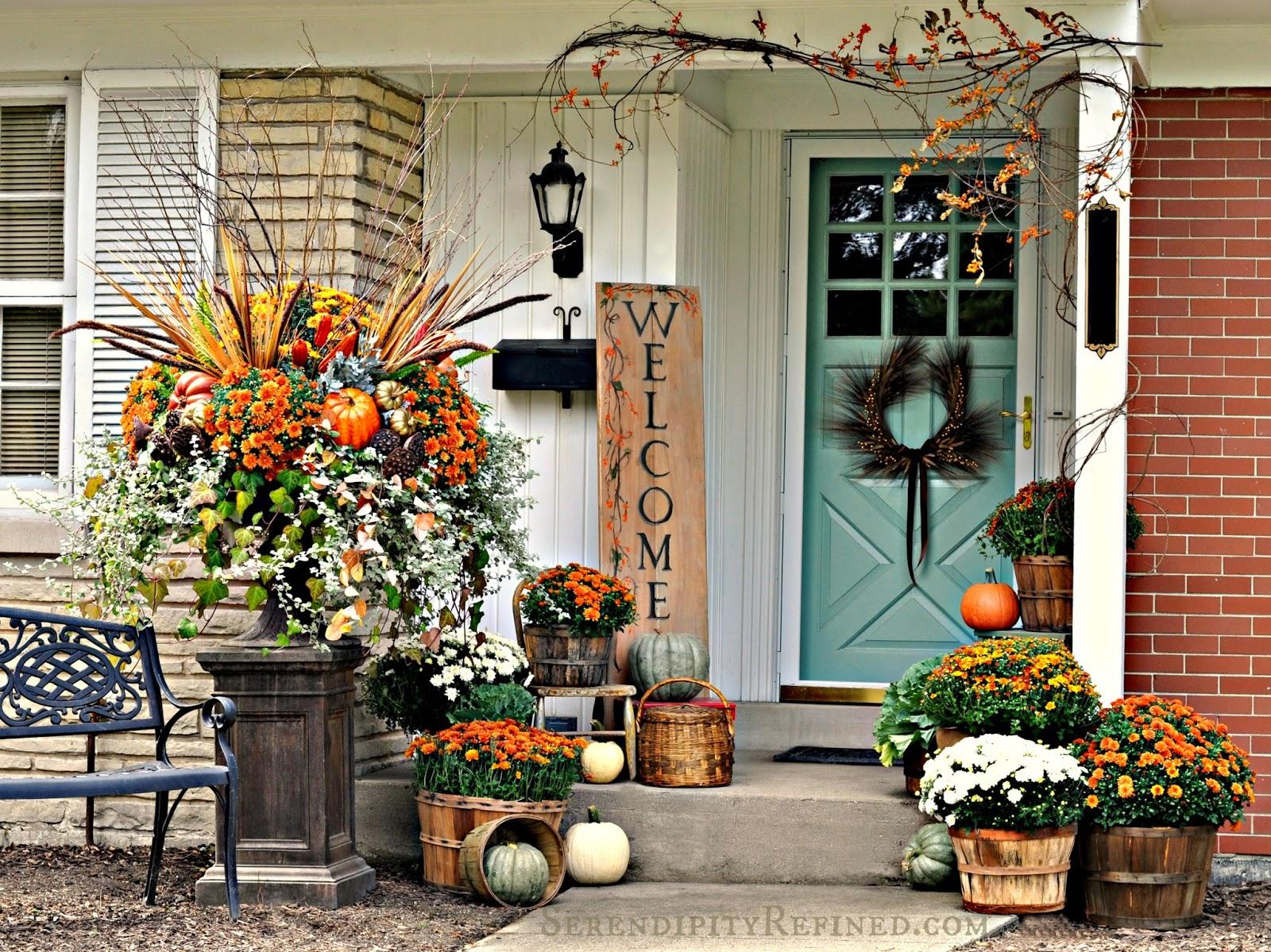 Serendipity refined blog fall harvest porch decor with for Idea deco guijarro exterior