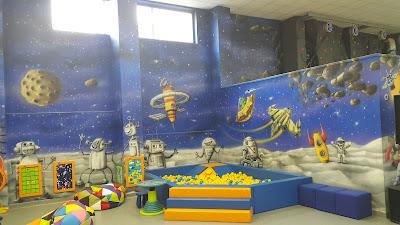 Jak pomalować pokój dziecięcy?, artystyczna malowanie ścian malowanie obrazów na ścianie w pokoju dziecięcym.