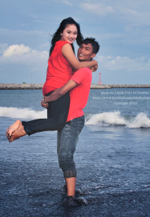 selfie pre wedding Pantai Teluk Penyu Cilacap