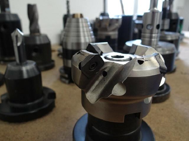 Cięcie metali, cięcie laserem Fiber