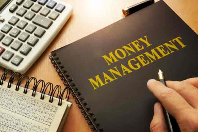 MONEY MANAGEMENT TIPS FOR EXPATS WORKING ABROAD