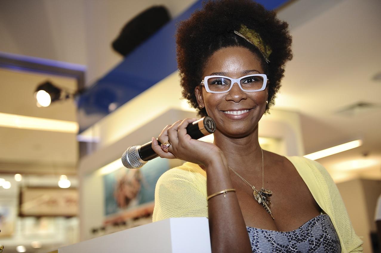 Fototica anuncia ousadia e estilos marcantes na Coleção Primavera Verão  2012 de grifes internacionais 519012325f