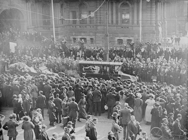 Funeral of the late Henry Lawson (Australia's Poet) 1922