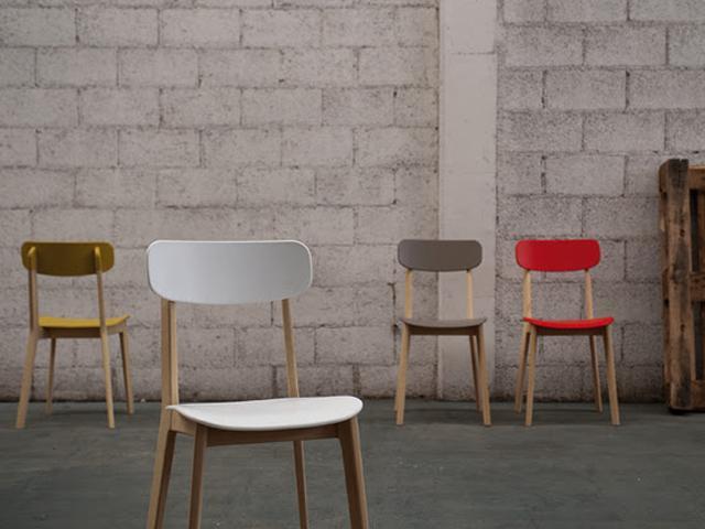 Design a roma appunti da autodidatta design italiano e for Sedie legno colorate