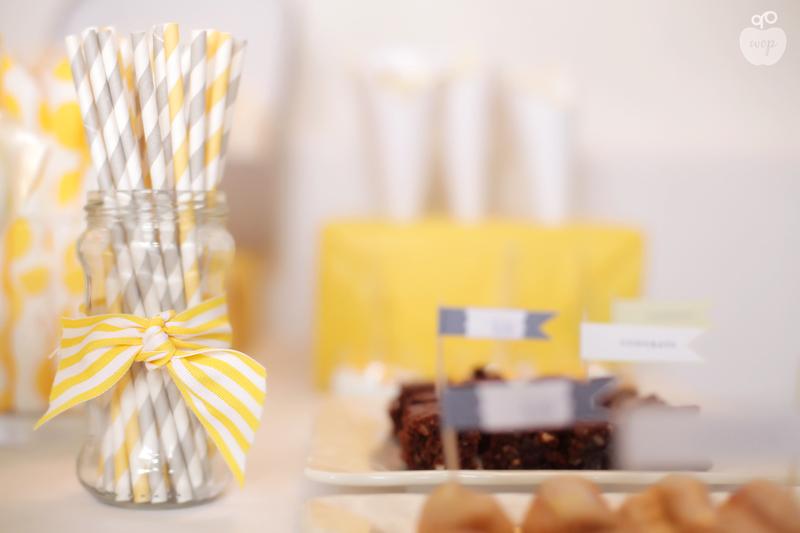 pailles accessoire sweet table jaune et gris