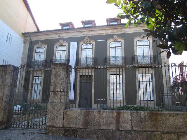 A Praça de SANTIAGO, na Vila de Guimarães