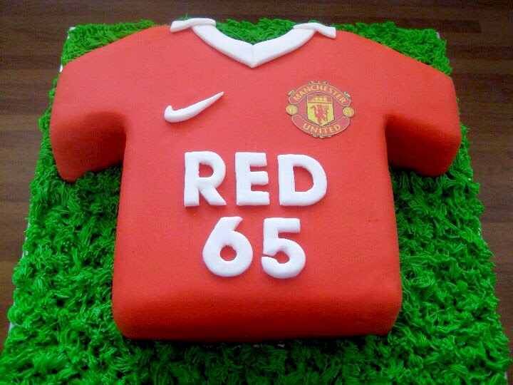 Cake Decorating Football Shirt : Cake Junki: Football Shirt Birthday Cake