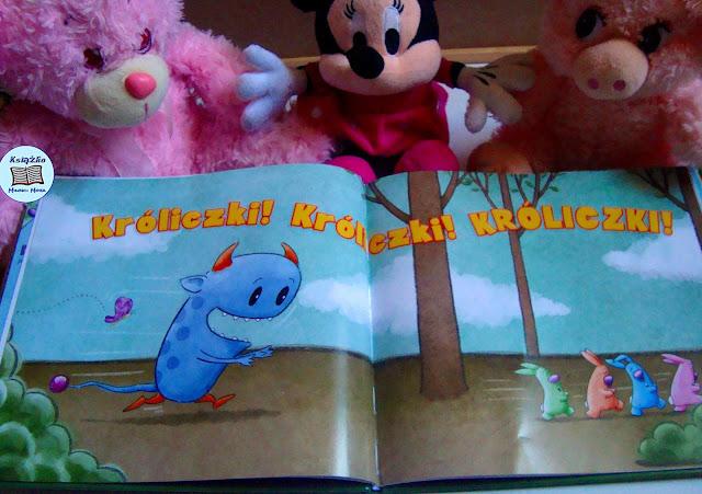 Minnie, dwa różowe misie, króliczki, rogaty potwót z książki, kolorowa książka, idealny prezent na święta, podaruj dzieciom książkę, jak zachęcic dziecko do czytania, czym skorupka za młodu nasiąknie tym na starość tryska,