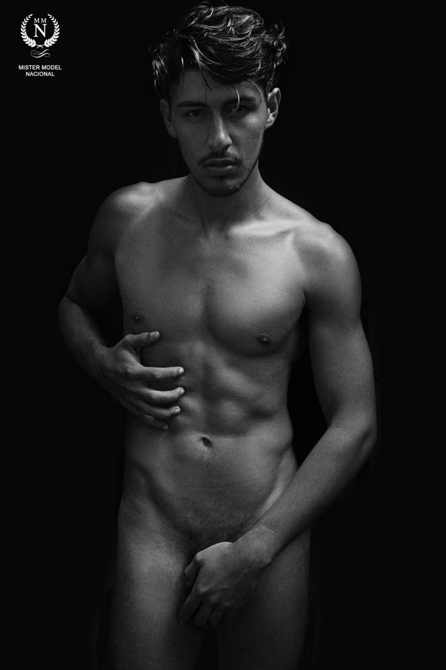 Robson Menezes posa nu em ensaio sensual para revista italiana Viva Boy. Foto: Melo C. Luiz