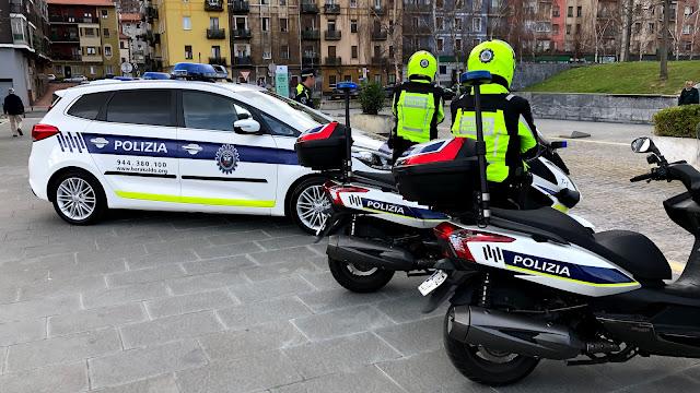 Presentación de los nuevos vehículos de alquiler de la policía local