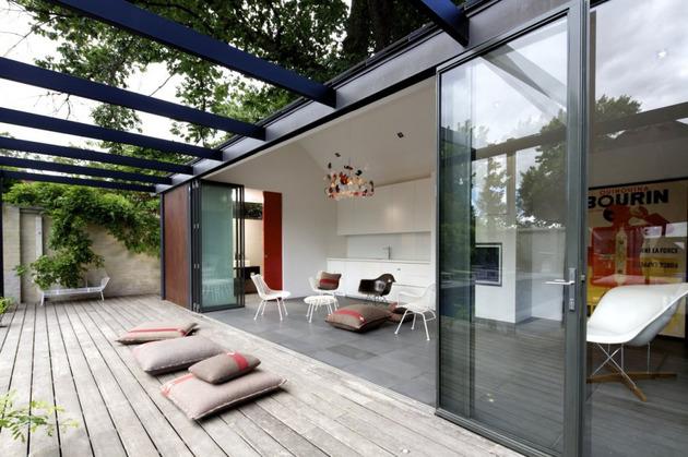 Desain Rumah Mewah Dengan Kolam Renang dan Dinding Kaca
