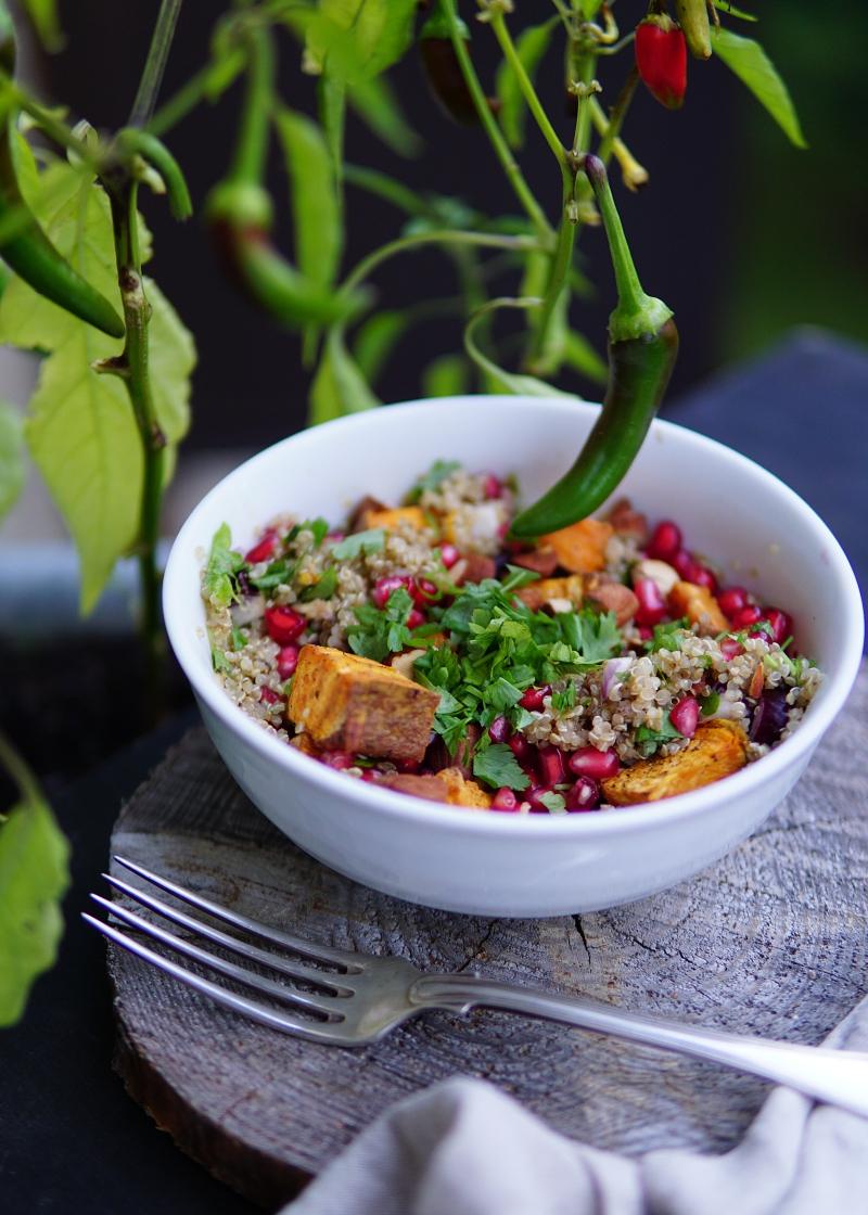 bataatti, salaatti, bataattisalaatti, granaattiomeanasalaatti, kvinoa, kvinoasalaatti