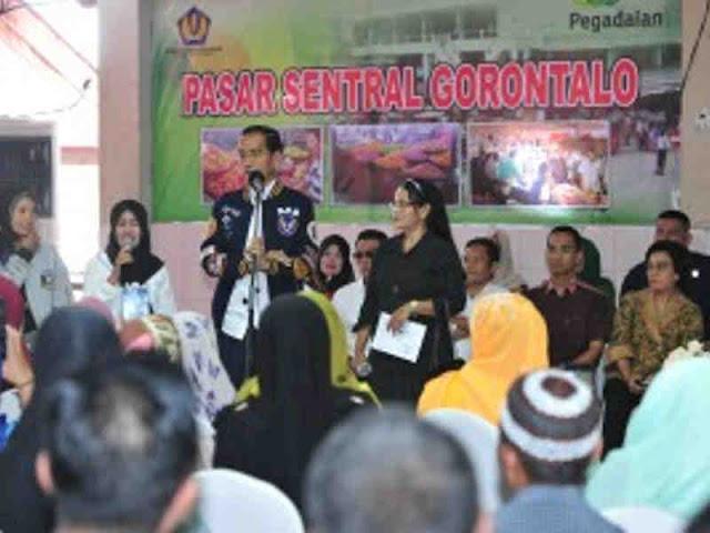 Jokowi Ajak Pedagang Penerima UMi di Gorontalo Perluas Omset