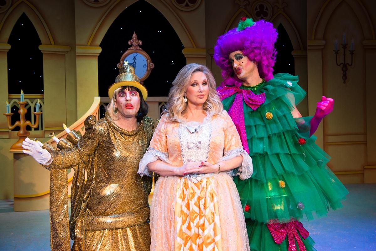A Cinderella Christmas Cast.Bww Review A Cinderella Christmas Lythgoe Family Panto