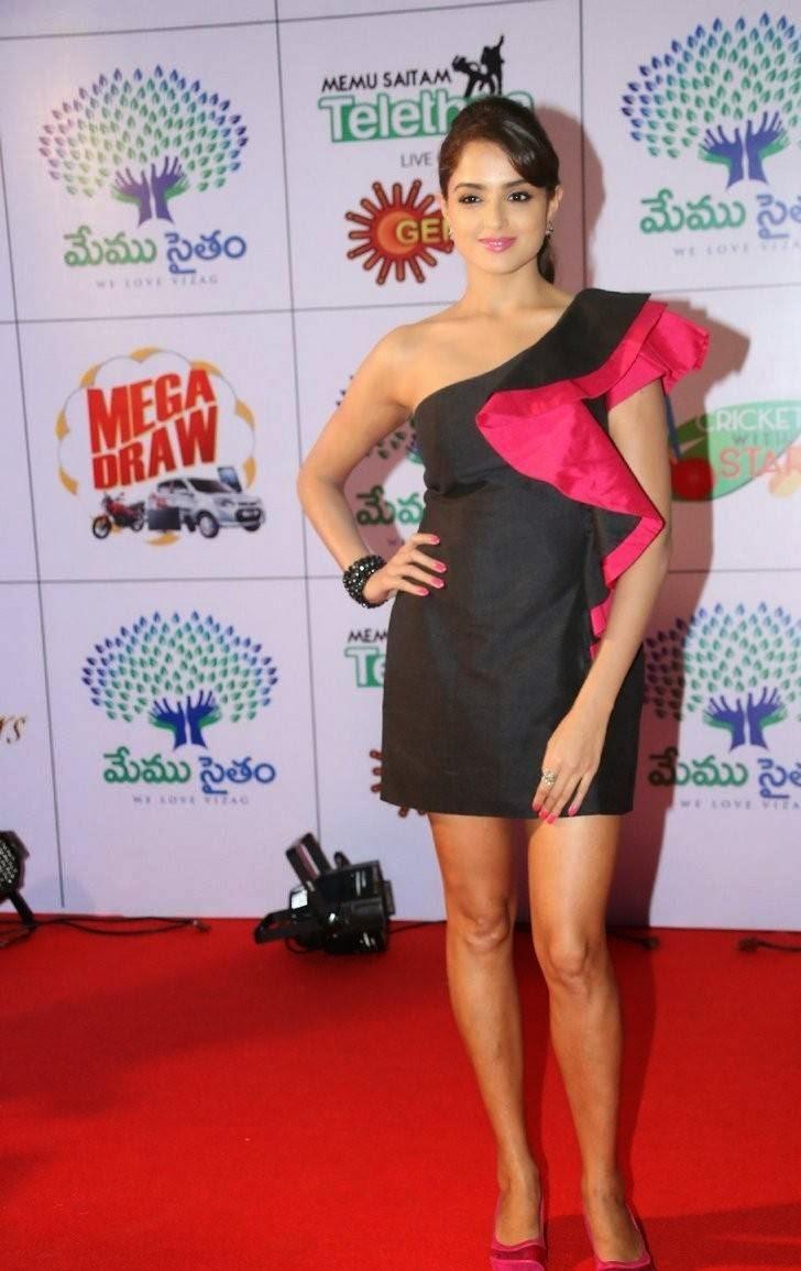 Asmita Sood Photo Gallery with no Watermarks, Asmita Sood Sexy Photos in Hot Black Dress Without sleeve