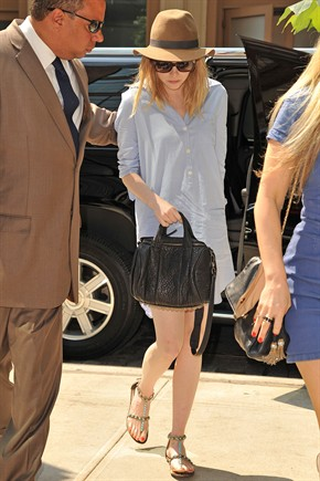 a0984dcafdf7f Emma Stone . flat sandals and maxi shirt