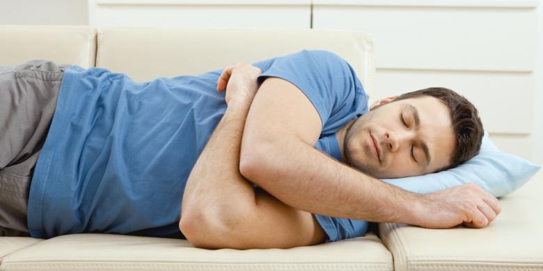 Hindari tidur dengan menyalan lampu