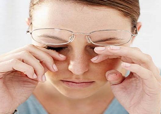 9 Bahaya Mengucek Mata dengan Tangan