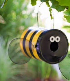 http://translate.googleusercontent.com/translate_c?depth=1&hl=es&rurl=translate.google.es&sl=en&tl=es&u=http://www.lowes.com/creative-ideas/lawn-and-garden/build-a-fun-bug-shaped-birdfeeder/project&usg=ALkJrhja2ejo24aS8UaW8Tzf1dDatmHh5g