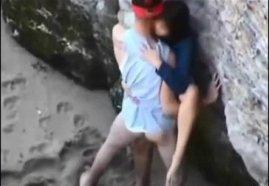 คลิปแอบถ่าย นักท่องเที่ยวแอบเย็ดกันหลังโขดหินที่เกาะเสม็ดของจริง