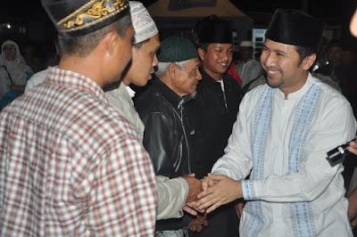 Redam Kekecewaan, Emil Dardak Sapa Pengantar Jamaah Calon Haji