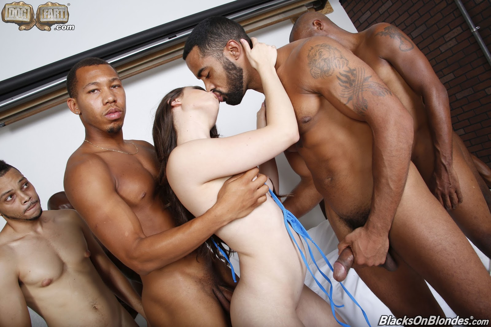 Horny black girl gives a head in a gangster guy for a doggie