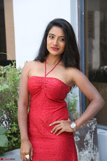 Mamatha sizzles in red Gown at Katrina Karina Madhyalo Kamal Haasan movie Launch event 210.JPG