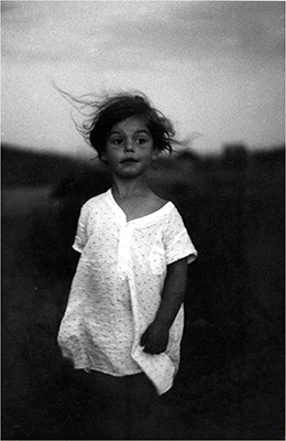 http://yama-bato.tumblr.com/post/145040406171/semioticapocalypse-diane-arbus-child-in-a