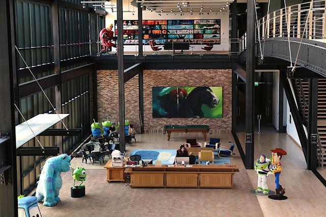 Otra imagen de una de las sala del Steve Jobs Building, edificio principal de Pixar Animation Studios.