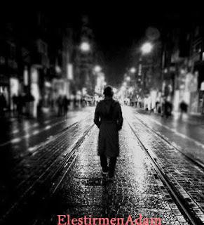 Yağmurda Yürüyen Adam - EleştirmenAdam
