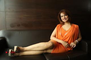 Actress Saloni Aswani Pos in Short Dress at Meelo Evaru Koteeswarudu Movie Interview  0302.JPG
