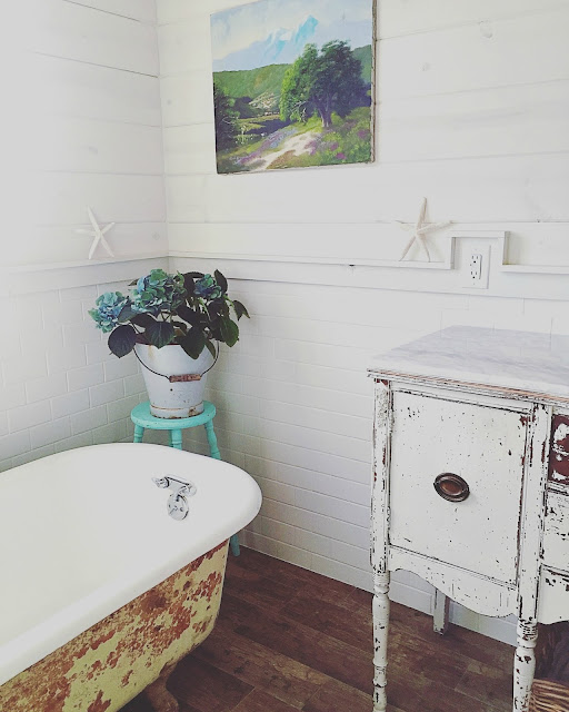 Vintage Inspired Bathroom by D.D.s Cottage and Design on Fab Friday Link Party at The Painted Drawer, vintage bathroom, shabby bathroom