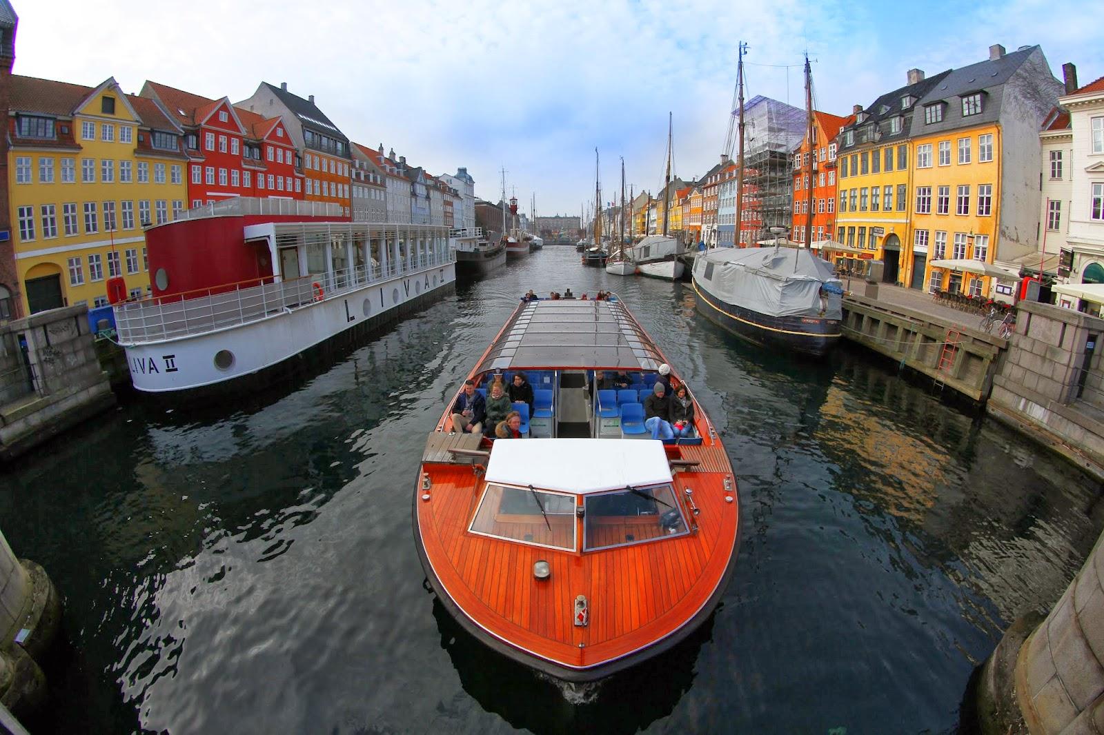 Dicas para visitar NYHAVN e fazer um PASSEIO DE BARCO pelos canais de Copenhaga | Dinamarca