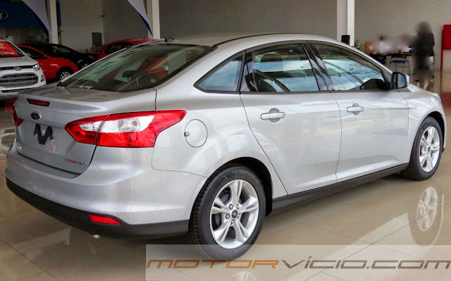 Novo Focus Sedan S 2.0 PowerShift - Prata