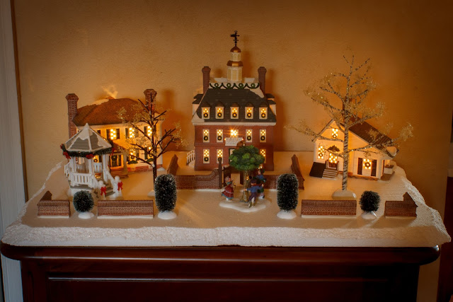 Dept. 56 Colonial Williamsburg Christmas Village 2017 via foobella.blogspot.com