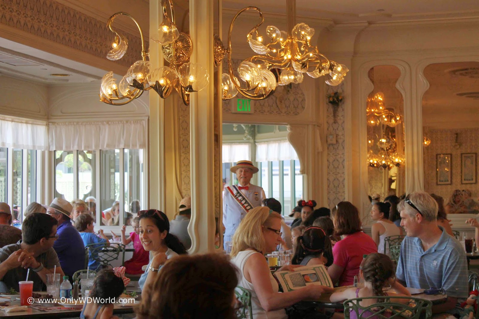 Magic Kingdoms Plaza Restaurant The Forgotten Gem Disney World - Magic kingdom table service restaurants