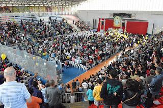 Católicos celebram Corpus Christi em missa no Ginásio Pedrão