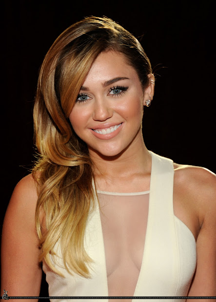 Fashion Beauty Music Celebrities Miley Cyrus In David Koma - 2012 People' Choice Awards
