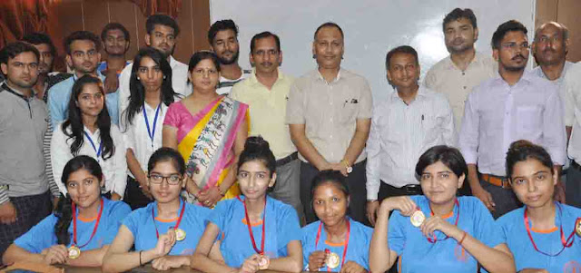inter-college-yoga-winner-team-of-ymca-university-faridabad