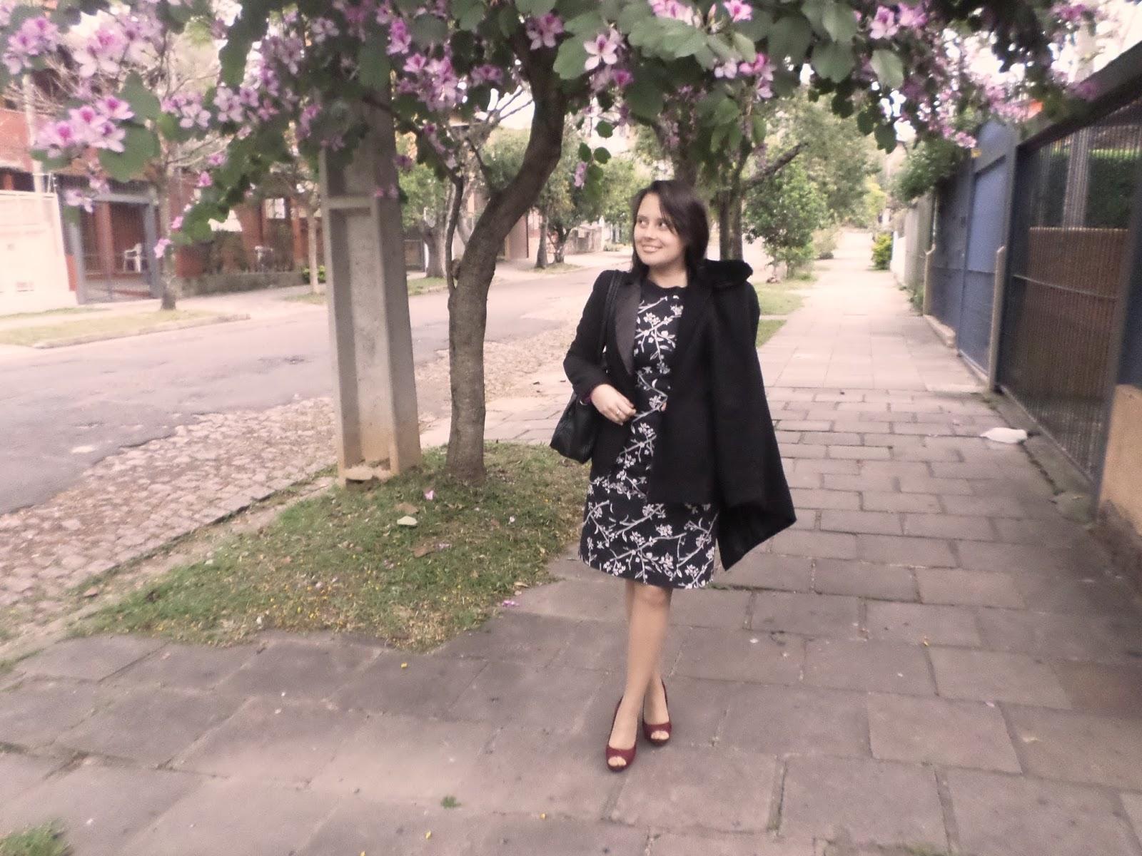 b94b1eab5e Escolhi o vestido da Kadoche P B e o blazer preto. Como prometia esfriar  bastante