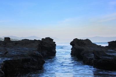 Pantai Karang Hawu Sukabumi