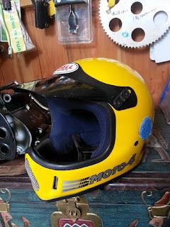 DIJUAL : Helm Trail Klasik Bell Moto4