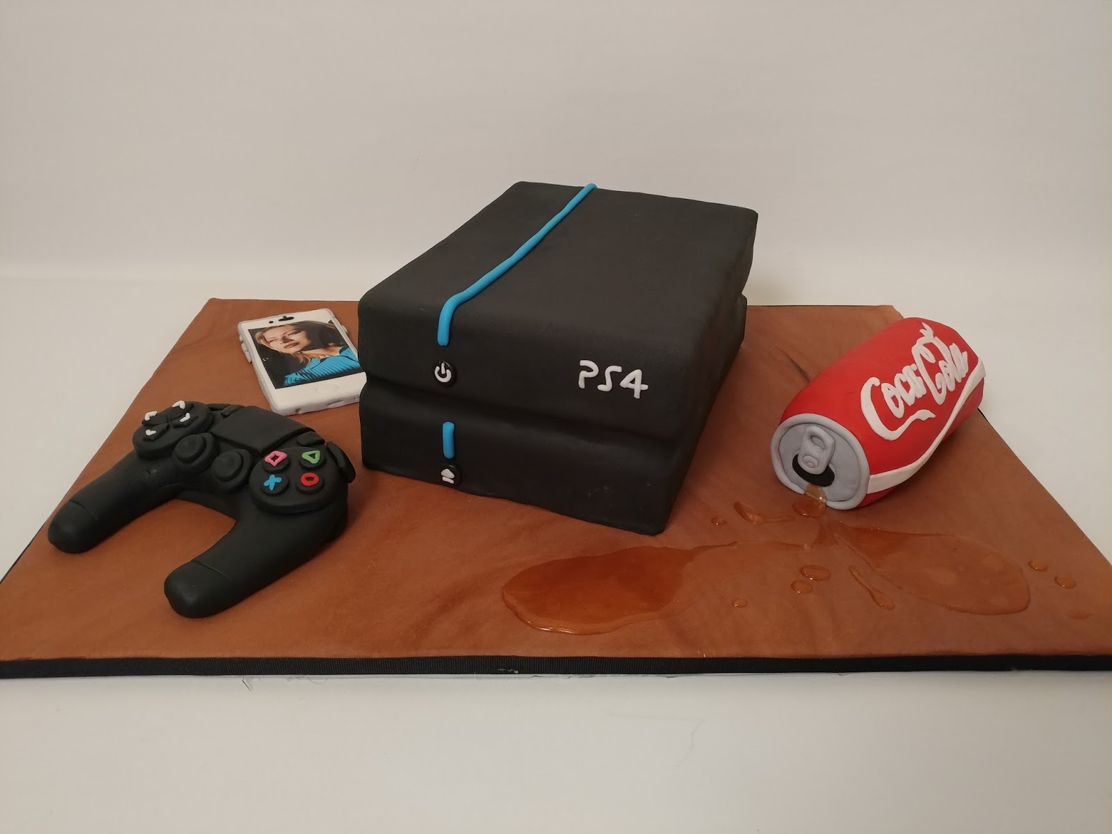 My Sweet Fancy Cakes Playstation coca Cola iphone Cake