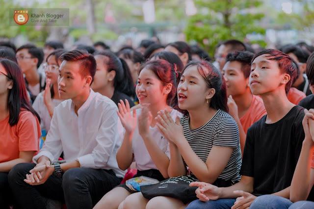 học sinh NTP xem văn nghệ lễ ra trường NTP