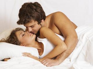 Quan hệ tình dục an toàn trong những ngày hè( minh họa)