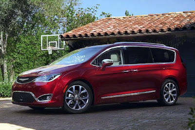 Chrysler Pacifica (2017) Front Side