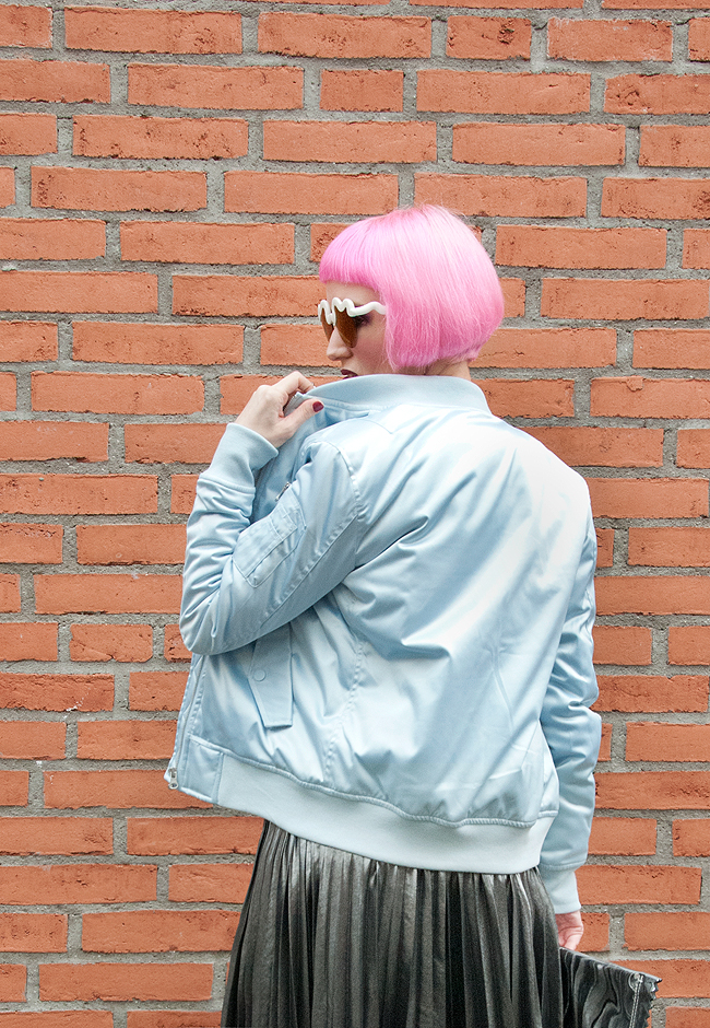 satin bomber jacket, pink hair, blogger look