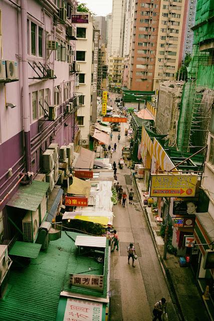 香港セントラルの庶民的な通り